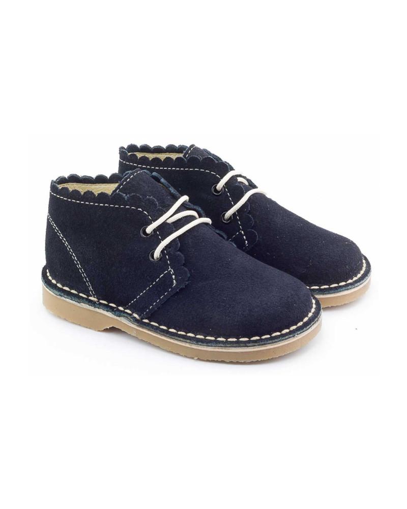 Les chaussures enfant alliant confort et style! Vous recherchez des chaussures enfants pas cher pour agrémenter le shoesing de votre chérubin? Rendez-vous sur La Halle afin de découvrir un grand choix de souliers de qualité, cédés à prix doux.